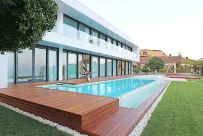 Elegant villa with a swimming pool, a Jacuzzi and sea views only 30 km from Barcelona